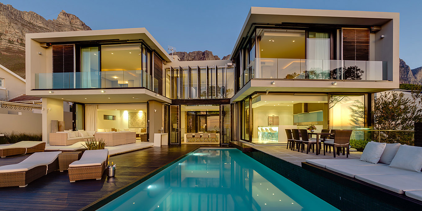 Luxurious villa in Camps Bay, spectacular pool, family friendly