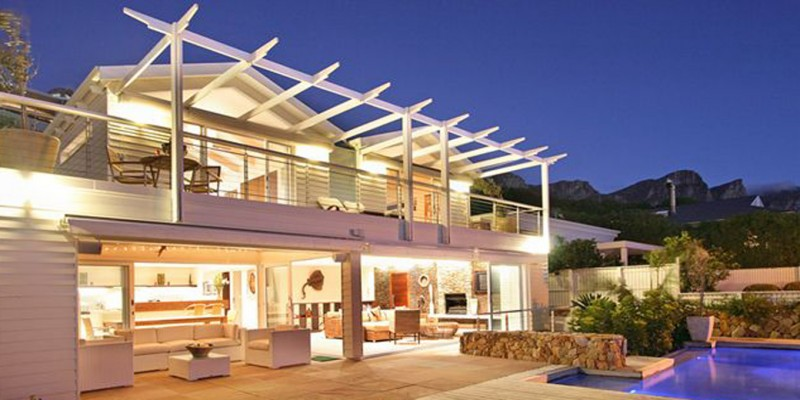 Beautiful Camps Bay luxury beach bungalow, on the beach