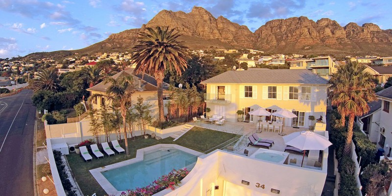 Holiday  villa in Camps Bay, with private pool