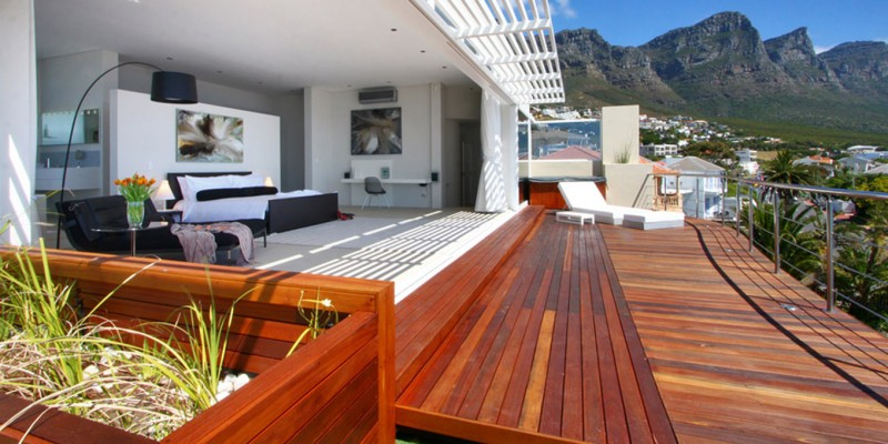 5 star Camps Bay luxury holiday  villa, near beach