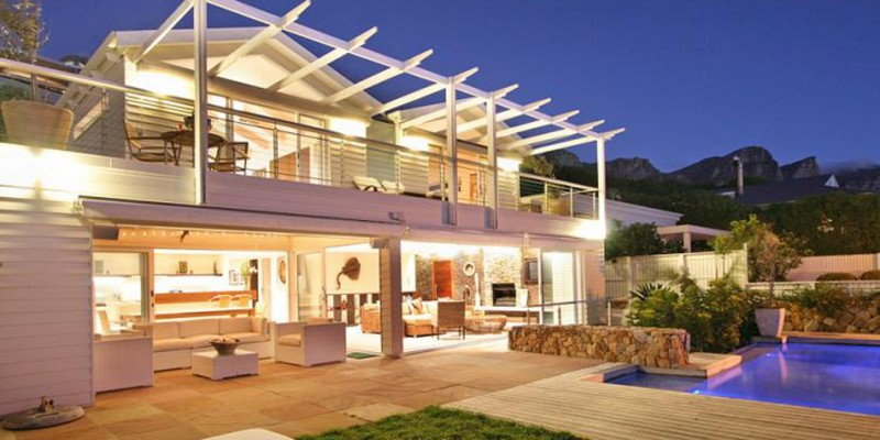 Beautiful Luxury beach house Camps Bay, with pool, on the beach